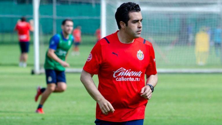 Michel Leaño en un entrenamiento de las Chivas