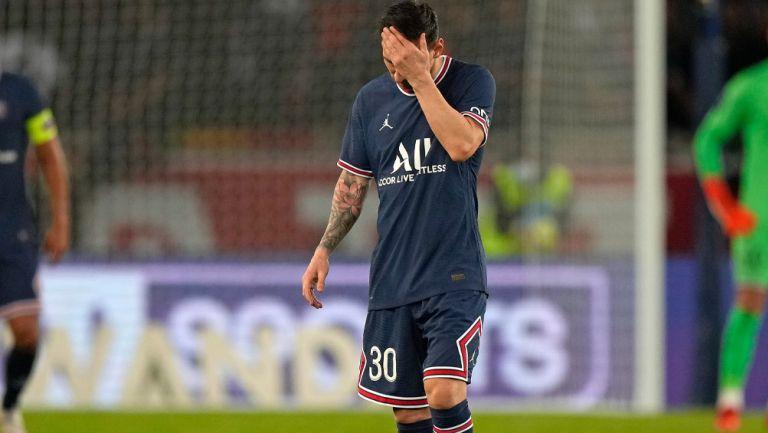 Lionel Messi durante un duelo con el PSG