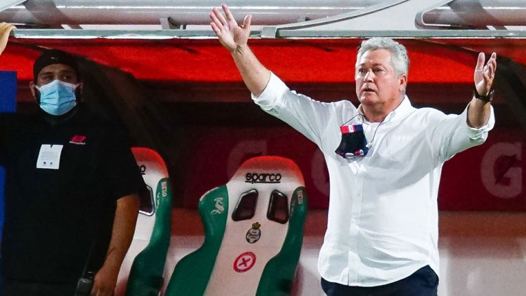 Víctor Manuel Vucetich en partido con Chivas