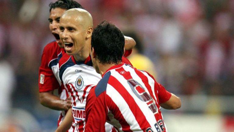 Chivas festeja gol ante las Águilas