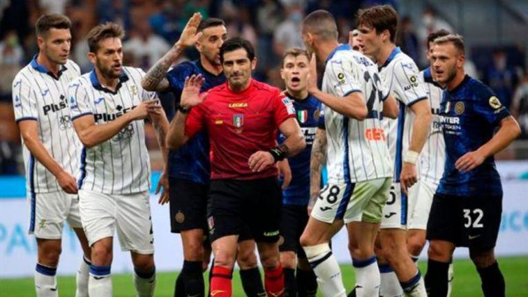 Discusión entre jugadores del Inter y Atalanta