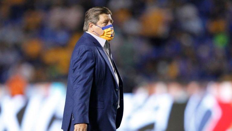Piojo Herrera en el partido con Tigres