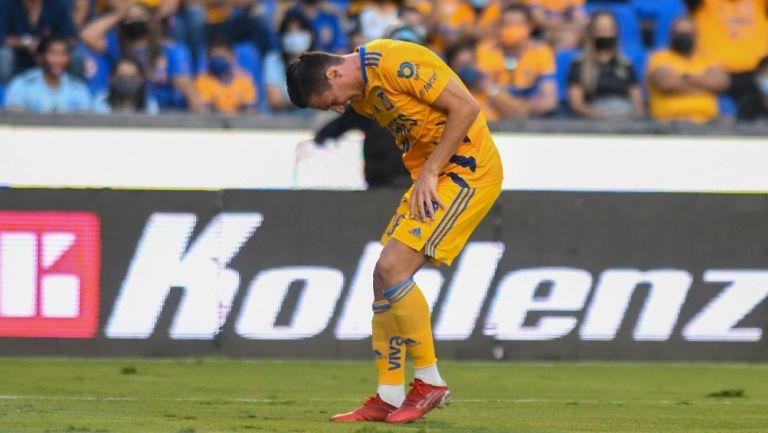 Tigres: Florian Thauvin salió del juego ante Pumas por lesión