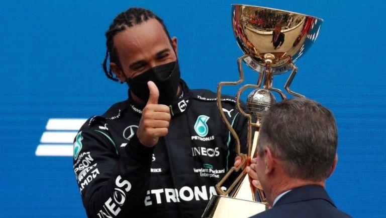 Lewis Hamilton en acción en festejo