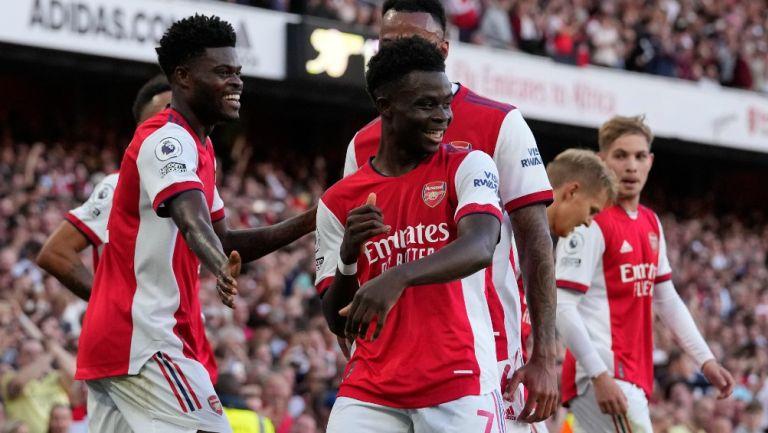 Saka celebra anotación con el Arsenal frente a los Spurs