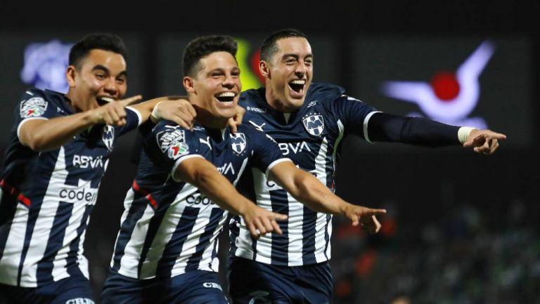 Los jugadores de Rayados celebrando el gol