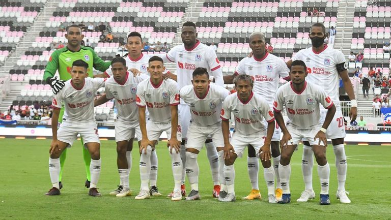 Olimpia castigará a sus jugadores por recibir dinero de vicepresidente de Surinam