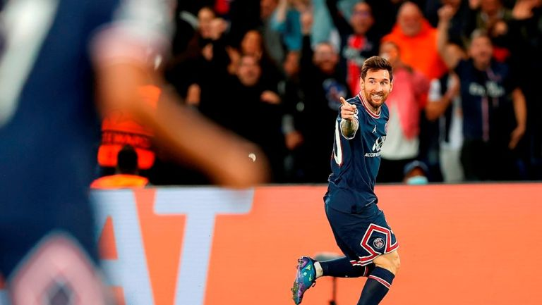 Lionel Messi festejando su primer gol con el PSG