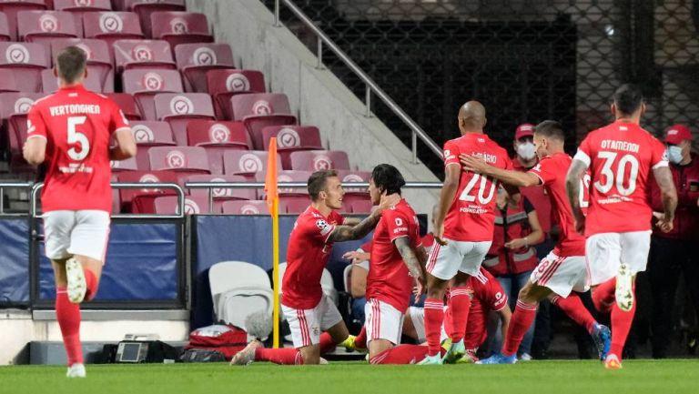 Los jugadores del Benfica celebrando el primer gol