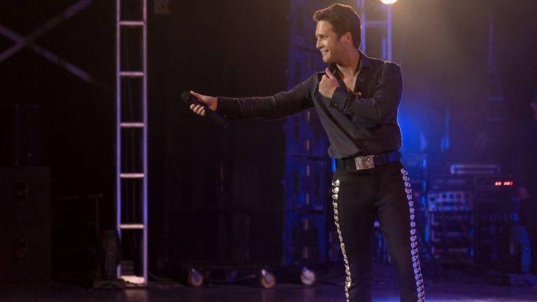 Diego Boneta interpretando a Luis Miguel en la tercera temporada