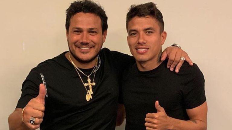 Pérez con el jugador Andrés Roa