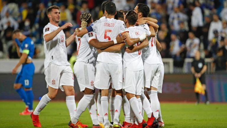 Selección de España celebra durante partido
