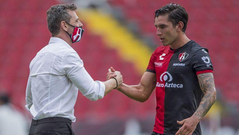 Edgar Zaldívar junto a Diego Cocca
