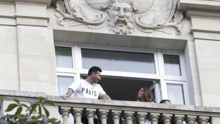 Messi junto a su familia en el Le Royal Monceau, París