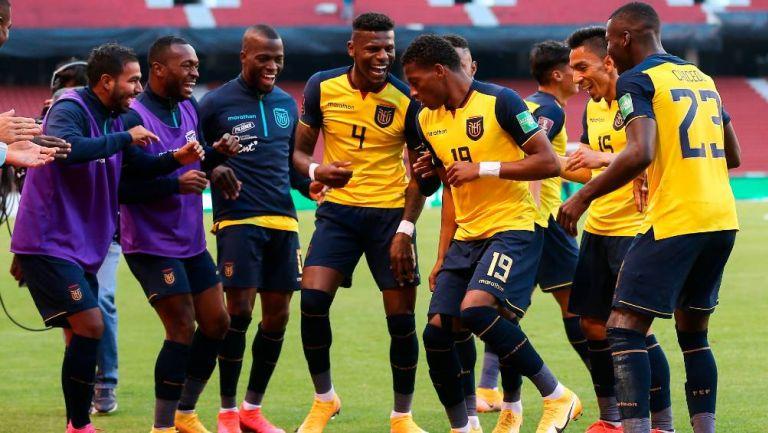 Los jugadores de Ecuador celebrando un gol