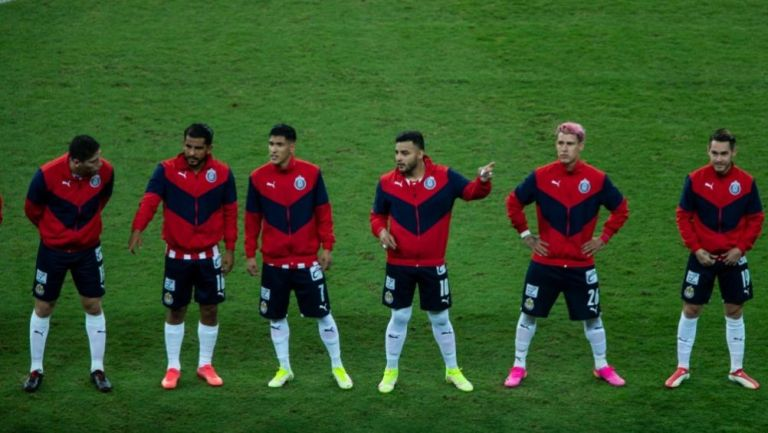 Jugadores de Chivas previo al partido ante Atlas