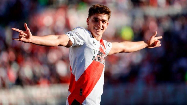 Julián Álvarez en festejo ante Boca Juniors