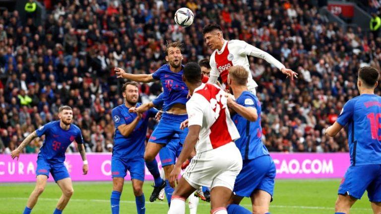 Edson Álvarez en el duelo entre Ajax y Utrecht