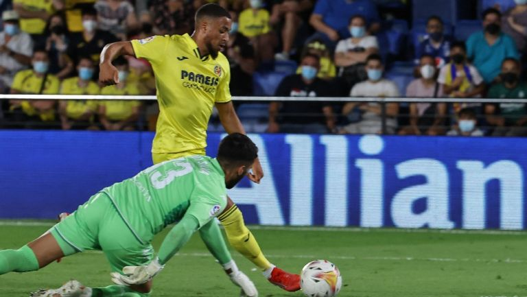 Danjuma se enfrenta a Rui Silva en el Villarreal vs Real Betis