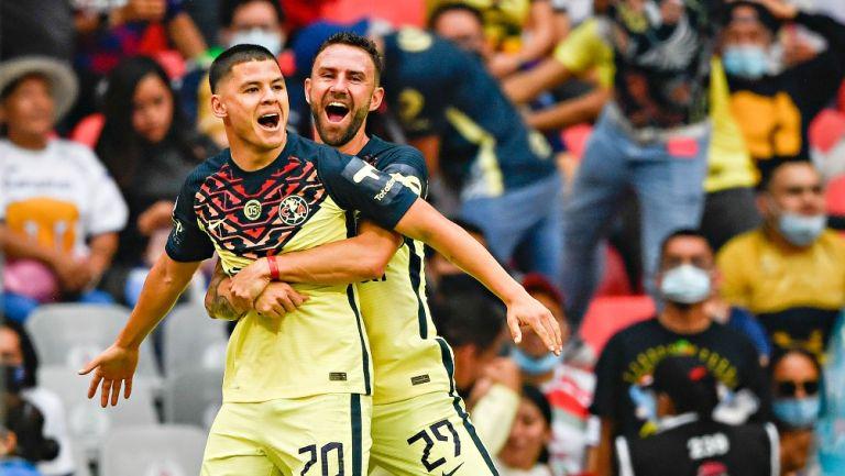Richard Sánchez festejando un gol con América