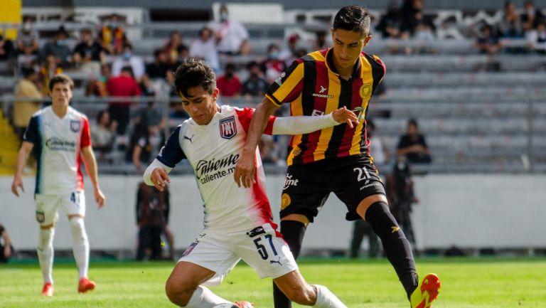 Dylan Guajardo durante un partido con el Tapatío