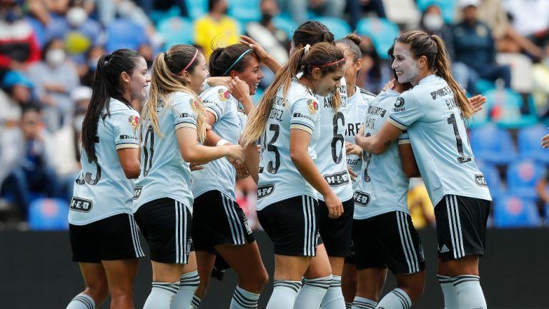 Jugadoras de Tigres celebrando un gol