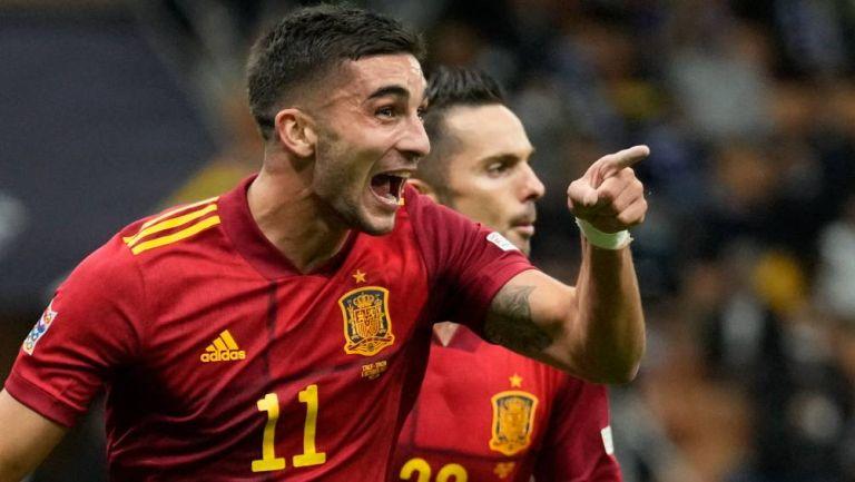 Ferran Torres celebrando el primer gol de España