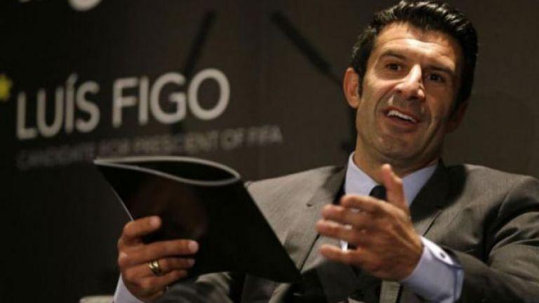 Luis Figo durante una reunión de FIFA