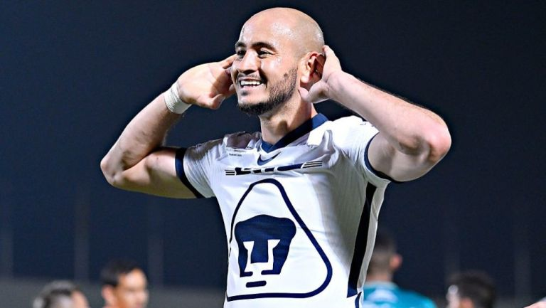 Carlos González en un partido con los Pumas