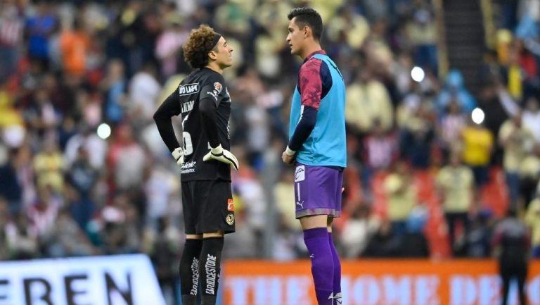 Ochoa y Gudiño en un partido