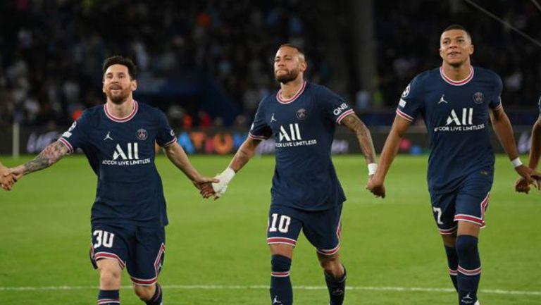 Messi, en festejo de con Neymar y Mbappé