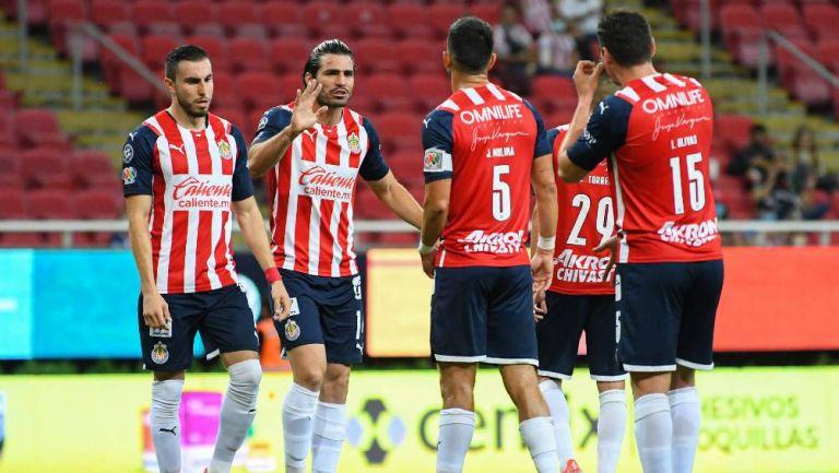 Los jugadores de Chivas antes de un partido
