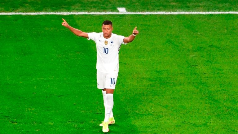 Kylian Mbappé celebrando un gol con Francia