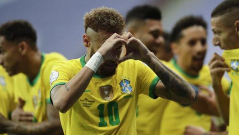 Neymar celebra un gol