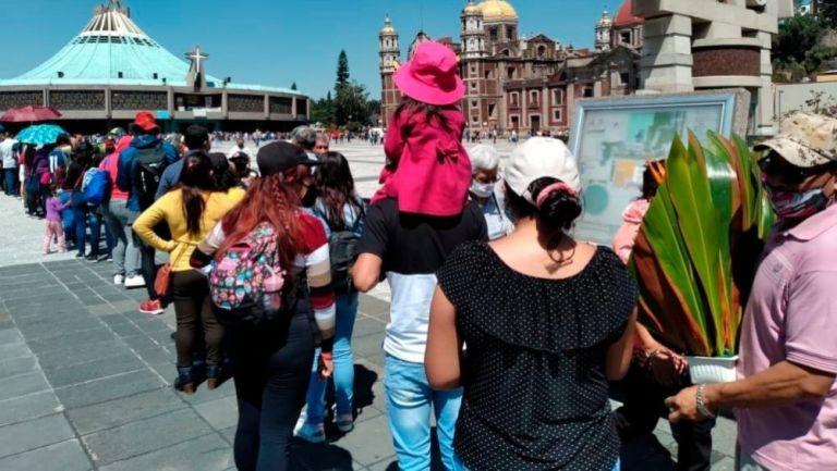 Multitud a las afueras de la Basílica de Guadalupe