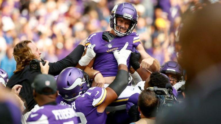 Greg Joseph festejando el gol de campo de la victoria de los Vikings
