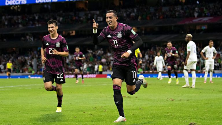 Rogelio Funes Mori en festejo con Selección Mexicana
