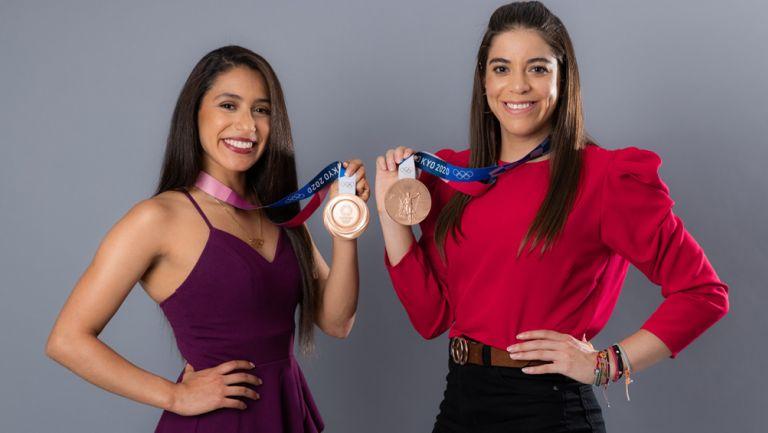 Alejandra Orozco y Gabriela Agúndez posan con su medalla