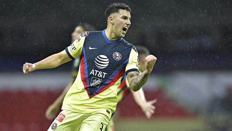 Jorge Sánchez en un partido con América