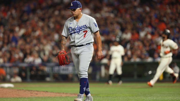 Julio Urías reacciona con los Dodgers