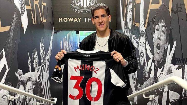 Muñoz durante su presentación con Newcastle