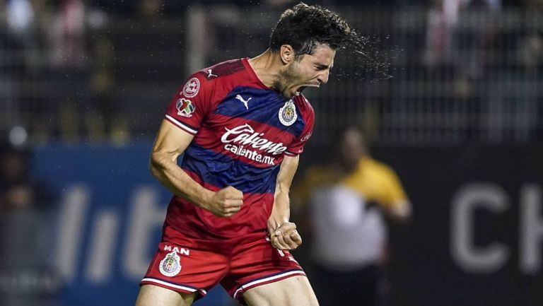 Antonio Briseño en acción con Chivas