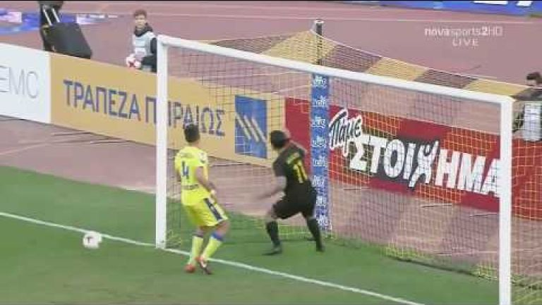 Embedded thumbnail for Monumental falla frente al arco en el futbol de Grecia