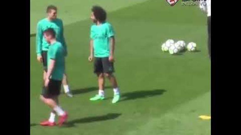Embedded thumbnail for Marcelo muestra su sexto sentido en práctica del Real Madrid
