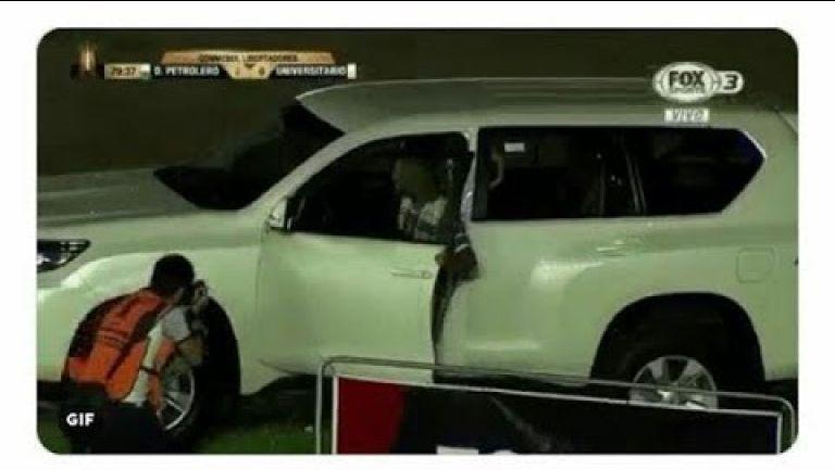 Embedded thumbnail for Jugador celebra gol metiéndose a una camioneta